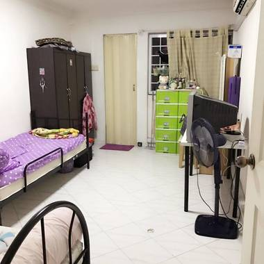Hougang Blk 650 Masterbedroom looking for one female roommate