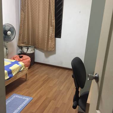 Furnished Single Room to Let for Non-smoking Female Tenant