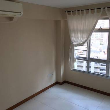 4-Room Flat for Rent - Convenient Location