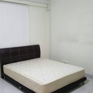 Terrace House Common Bedroom Very Near to Serangoon MRT / NEX Mall for Rent to Working Professional