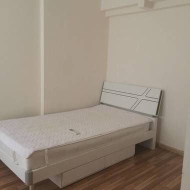 Clementi , 3 mins' walk to MRT, Beautiful common room for rent