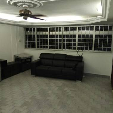 $2000 only Near Braddell MRT, 3+1  ( 3BHK) HDB WHOLE UNIT, New Aircon, New Paint, 219 Toa Payoh