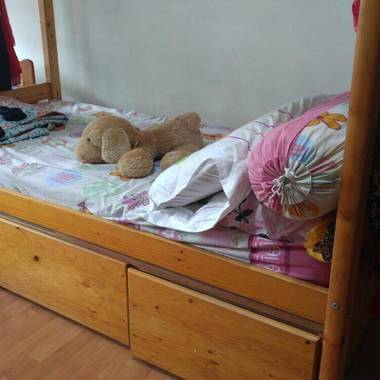 Looking for easy going female room mate/ Near Lake side mrt/ 198 boon lay drive