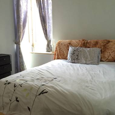 Spacious room with attached bathroom for rent at Astoria Park