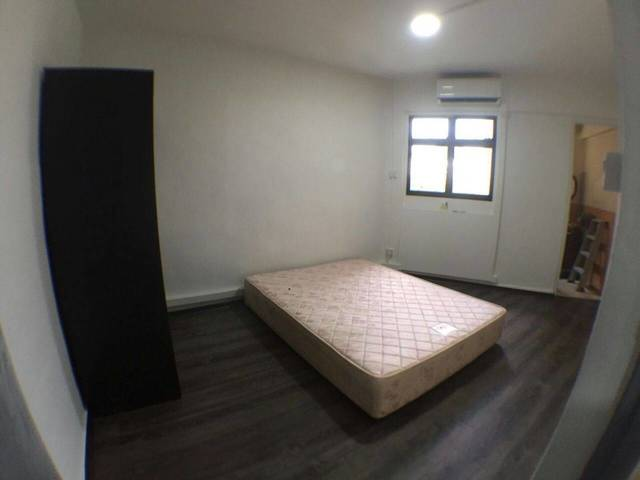 HDB Studio Unit with Master room for rental@Blk 253 Jurong East St 24, walk to foodcourt, amenities