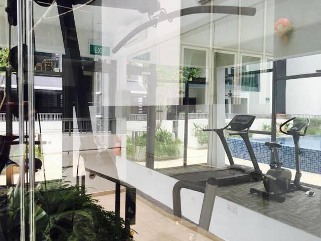 Condo Master's Room near city