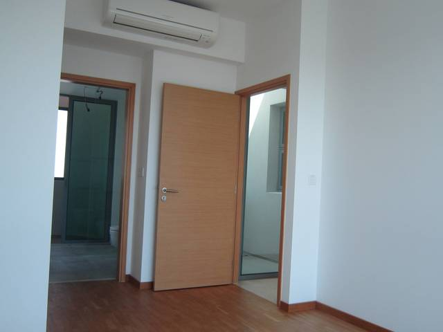 Clean& big fully furnished Mstr room with bathroom in a posh condo, sgd 1350 (all inclusive)