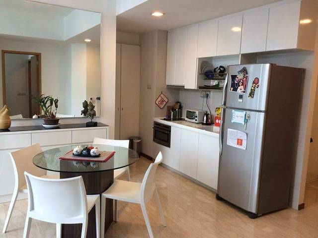 Common room in lovely condo near Holland Village for rent