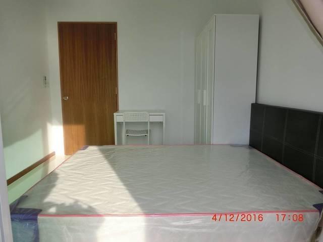 City Fringe Condo Room w private bathroom 6 min walk to Aljunied Mrt near CBD No Owner Free Wifi