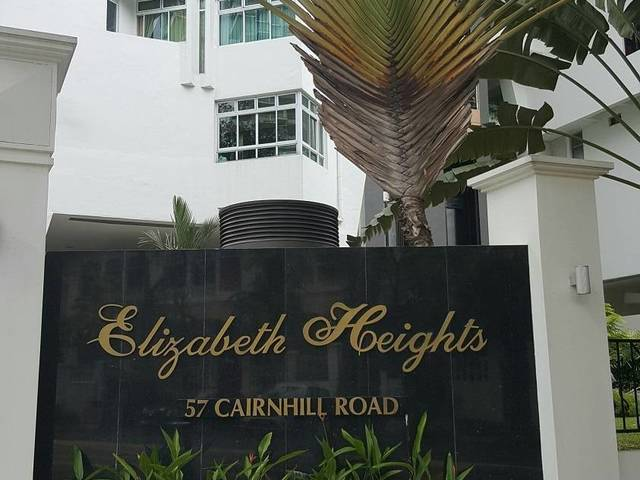 Cosy Room with Balcony @ Elizabeth Height near Orchard