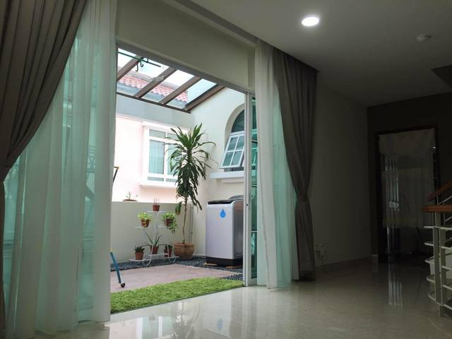 newly renovated master room for rent