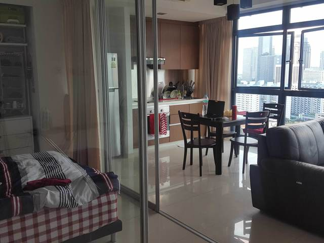 Spacious Studio Apartment (High Floor) - City Square Residences, < 10kms to CBD