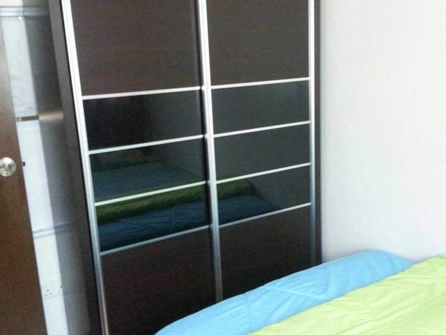 Room for rent air-con and laundry provided
