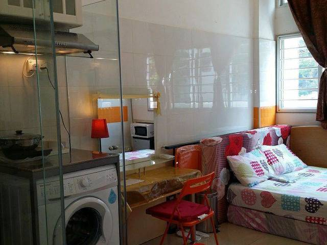 beautiful spacious studio apartment