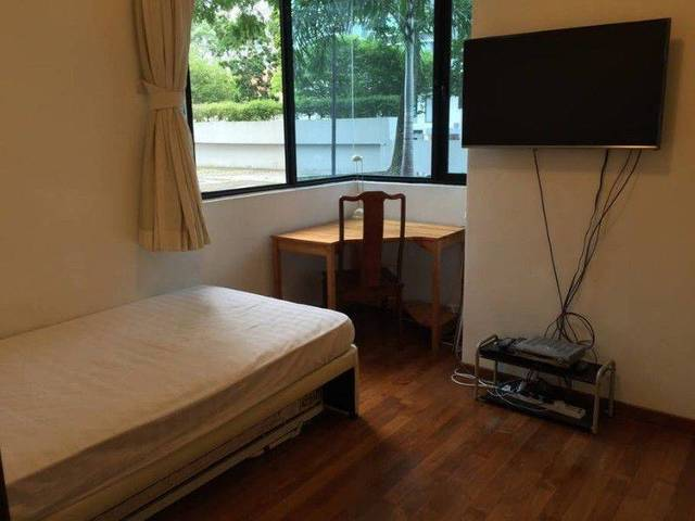 Near MRT...Aircon room for rent (Holland Village / Buona Vista)
