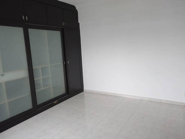 Toh Guan Road (Jurong East) 5-room HDB corner unit for rent