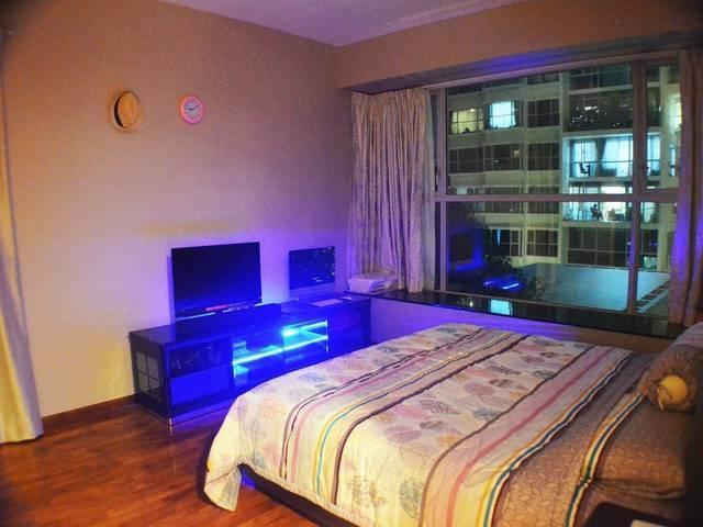 Masterbedroom for Rent in The Esta, Amber Gardens