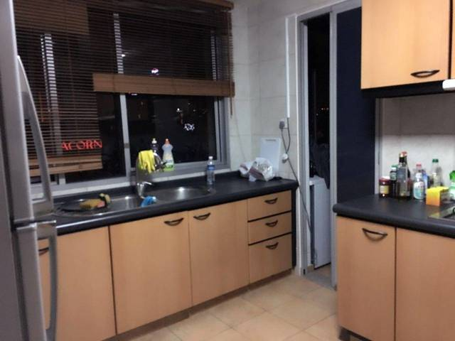 Ue square common room for rent
