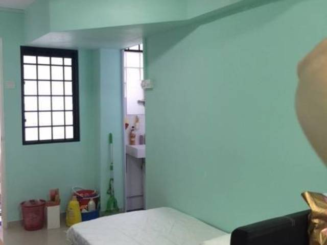 Room with private bathroom near Beauty World MRT