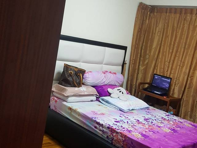 Room For Rent Sengkang, Singapore   SHARE A BIG MASTER BEDROOM   LOOKING  FOR 1 FEMALE ONLY
