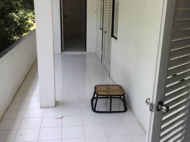 Room available in Black & White building from 1940s near One-North and only 15min away from CBD