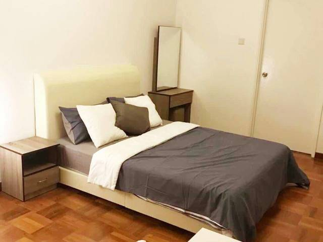 Only below $1400 for a room in Someset area( 3 mins to mrt)