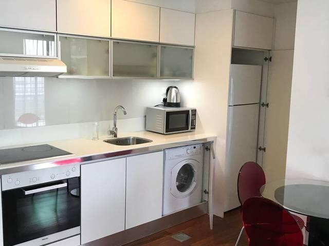 One bedroom @ CBD area ( Downtown MRT) whatapp +658...