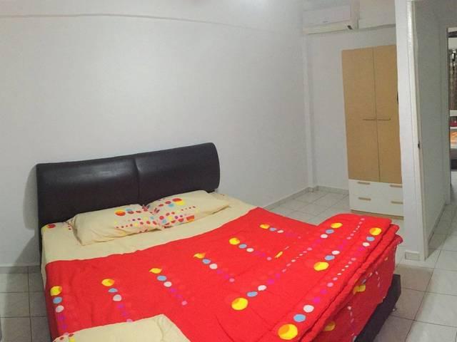 Yishun Medium Room To Rent 义顺中房出租 (无中介)
