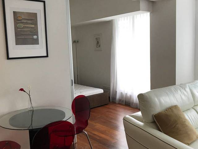 One bedroom @ CBD area ( Downtown MRT) whatapp +658...