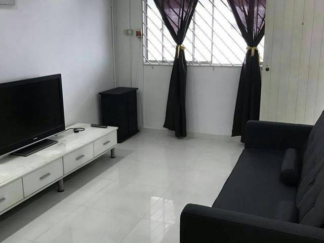 Master room for rent opposite Khatib MRT station (3mins)