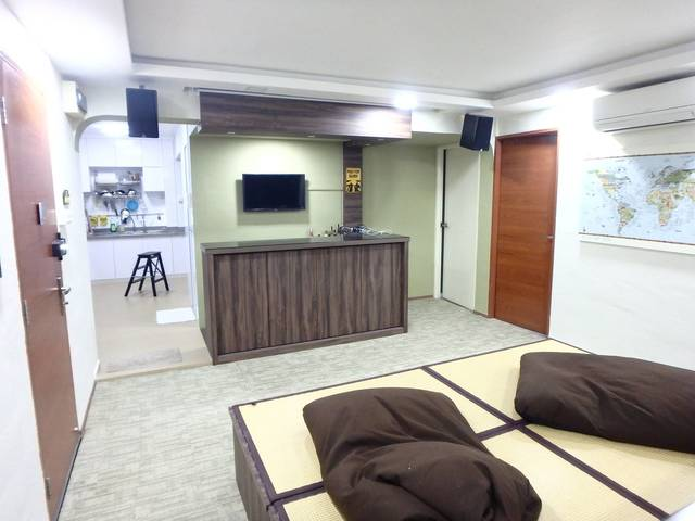 Newly-renovated common room (5 min from Eunos MRT)