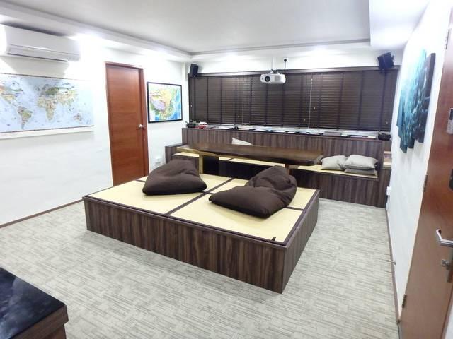 Newly-renovated common room (5 min walk from Eunos MRT)