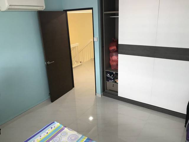 Bukit Batok Executive Maisonette - 1 room for rental