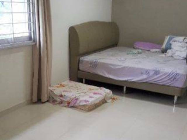 WOODLANDS 358 AVE 5 HDB For Rent-Master and Common room
