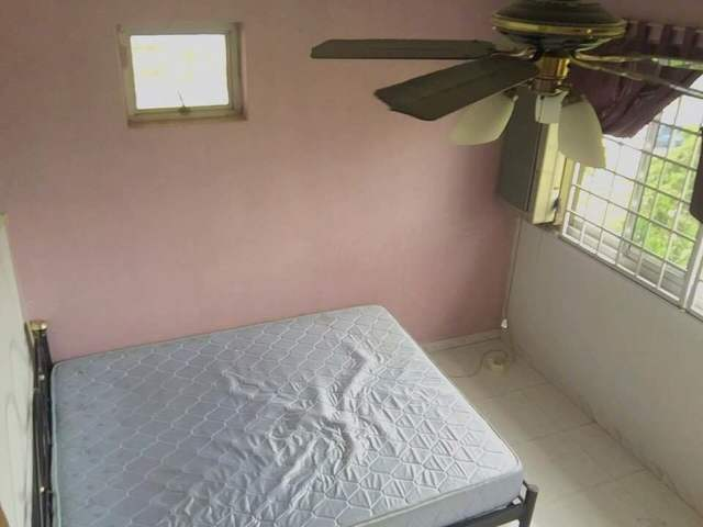 Common Room For Rent.
