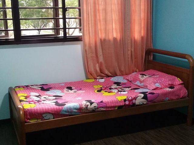 For female...Cheap Common room for rent (Sengkang)