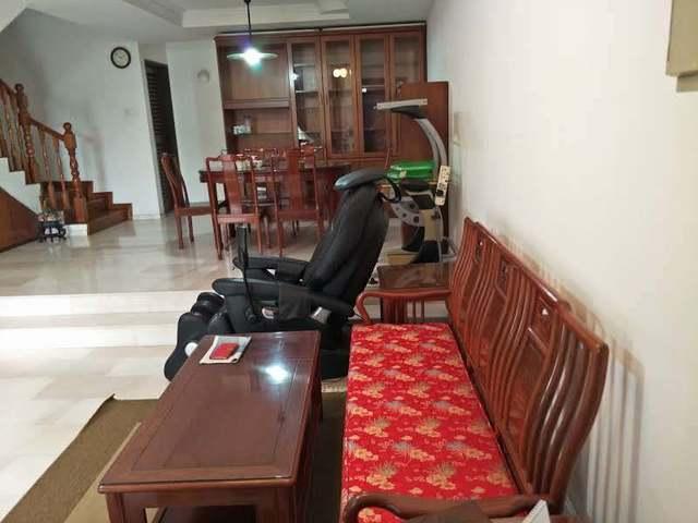 Big Spacious room and Living Hall for rent , walk to MRT