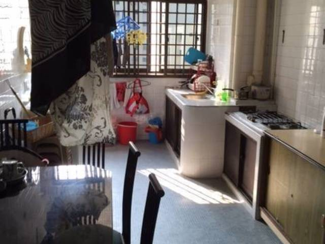 Master Bedroom with attached Toilet for Rent at Jurong East Street 13