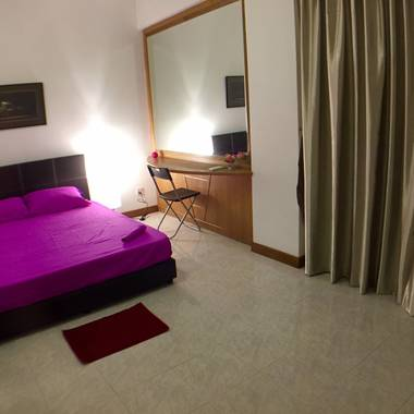 Simei, SUTD, Changi Business Park, SIA training centre - LAST common bed room Private Entrance