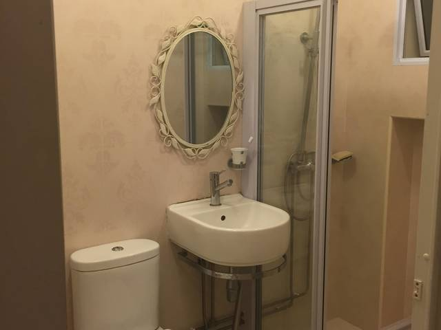 Vintage Master Bedroom with Ensuite Toilet, Laundry and Cleaning Provided