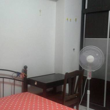 Approx 10mins walk to Lakeside MRT - 337C Tah Ching Rd (common bedroom) - Female tenants